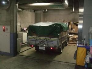 残置物の運搬車